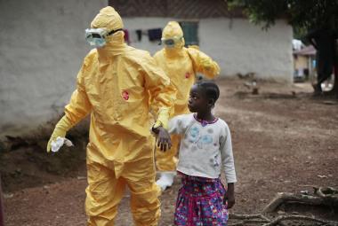 Experimentální vakcína poráží ebolu. Vědci však varují před neprozkoumanými účinky