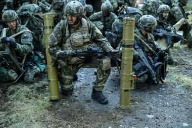 Společné cvičení českých a amerických výsadkářů
