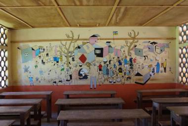 """Jak se řekne """"máma má mísu"""" v jazyce sango? Böhm a Franta pomáhají učit v Africe"""