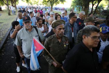 Statisíce Kubánců dávají sbohem svému vůdci, v Havaně začaly oficiální piety