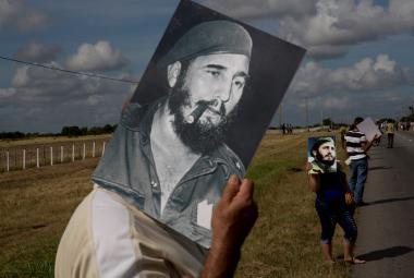 """""""Ať žije revoluce!"""" Castrova smuteční karavana dorazila do Santiaga"""