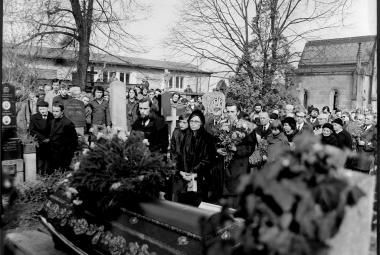 Komunisté běsnili, ale vlasatý kluk fotil slavný pohřeb estébákům přímo pod nosem