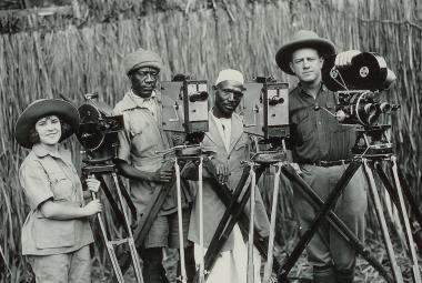 Manželé Johnsonovi světu ukázali divokou Afriku. Český režisér vypráví jejich příběh