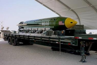 MOAB (Matka všech bomb)