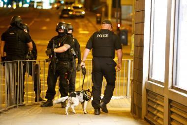 Policisté u haly v Manchesteru, ke došlo k útoku