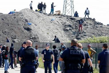 Pořádková policie a migranti v Calais