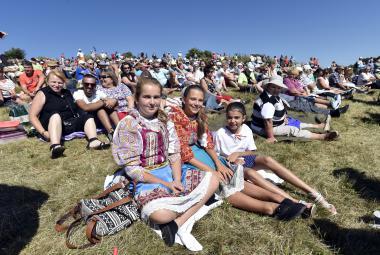 Tisíce lidí si na Velké Javořině připomněly přátelství Čechů a Slováků