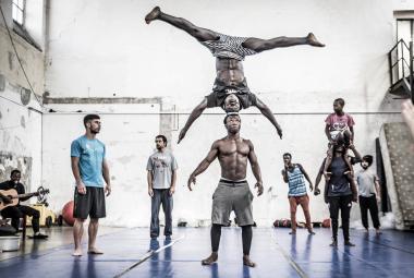Recenze: Cirkus Rwanda stvořila námaha a pot, ukazuje živelný dokument ze zákulisí