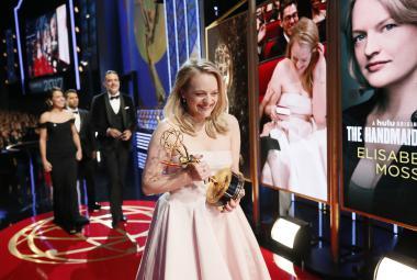 Ceny Emmy nedělají rozdíly. Ocenily viceprezidentku i služebnici