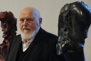 """""""Materiál má svoji hlavu a já musím poslouchat."""" Zemřel sochař Jan Koblasa"""
