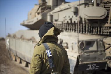 Izraelský voják na hranici Sýrie a Izraele