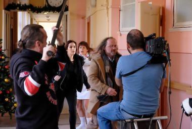 Režisér Rapla točí detektivku podle Marie Poledňákové. Hynek Čermák je lehčí o pistoli