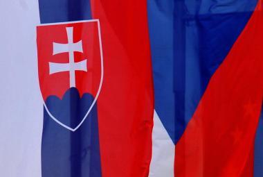Je věrolomností tehdejších poslanců, že si ČR nechala československou vlajku, říká vexilolog