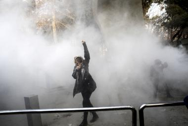 Jedna z protivládních demonstrantek v Teheránu