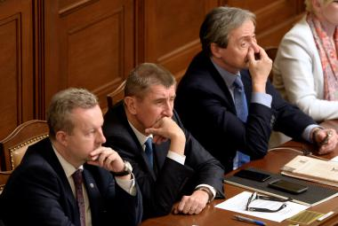 Jednání sněmovny o důvěře vládě
