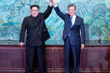 Kim Čong-un a Mun Če-in na mezikorejském summitu