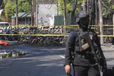 Bombové útoky v kostelech v Indonésii