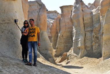Mladí Íránci fotí v horách selfie