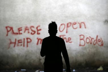 Jeden z uprchlíků na srbsko-maďarské hranici