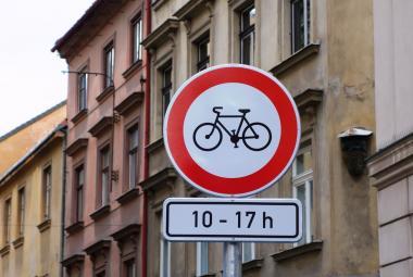 Praha 1 chystá nový zákaz pro cyklisty. Jedná o něm s Auto*matem, na Staroměstském náměstí se neshodnou