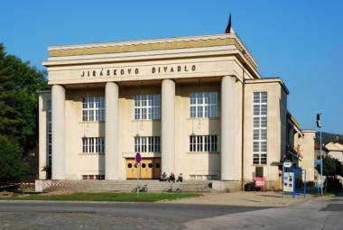 Kromě divadla letos Jiráskův Hronov nabídne i Problémový klub