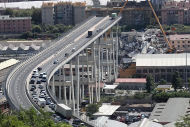 Zničený dálniční most v Janově