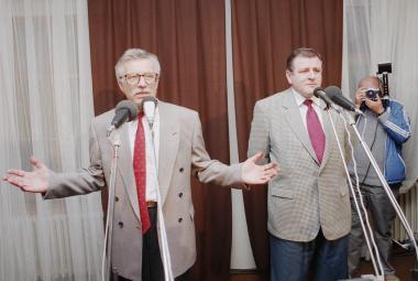 Václav Klaus a Vladimír Mečiar po schůzce v Jihlavě (říjen 1992)