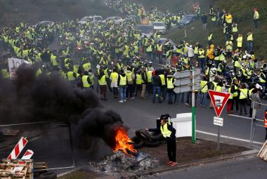 Blokáda před nákupním centrem ve francouzském Nantes