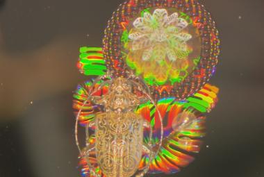 Řežská firma patří ke špičce ve výrobě hologramů. Jména klientů musí tajit