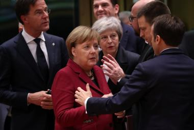 Angela Merkelová a Theresa Mayová během summitu v Bruselu