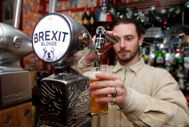 V pařížské restauraci Cricketer English Pub točí speciální světlé pivo: Brexit