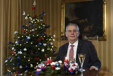 """Zeman ve vánočním poselství kritizoval nevoliče, """"špionomanii"""" a protivládní demonstrace"""