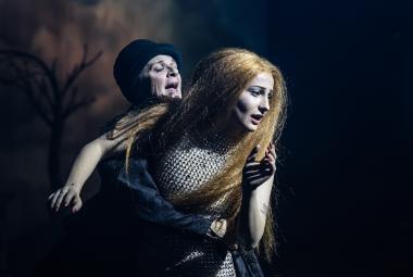 Kytice svázaná z hereckých legend. Duo SKUTR uvedlo Erbenovy balady v Národním divadle