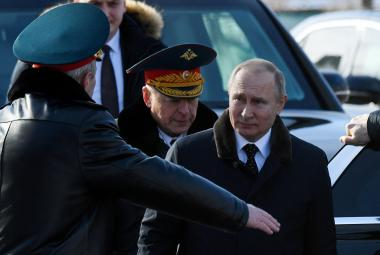 Vladimir Putin koncem února na ceremoniálu u hrobu neznámého vojína v Moskvě