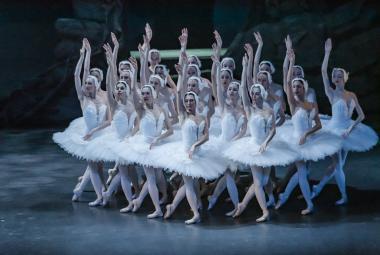 Recenze: Labutí jezero potápí choreografie, nad vodou ho drží tanečníci
