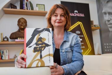"""Magnesia Litera: Co tíží Radku Denemarkovou? Knihou roku 2018 jsou """"čínské"""" Hodiny z olova"""