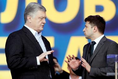 Petro Porošenko a Volodymyr Zelenskyj během debaty před druhým kolem voleb