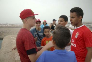 Žádné Kokosy na sněhu. Teenagery z Náchoda a Maroka spojil Letní hokej