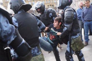 Zásah policie proti demonstrantům v Moskvě