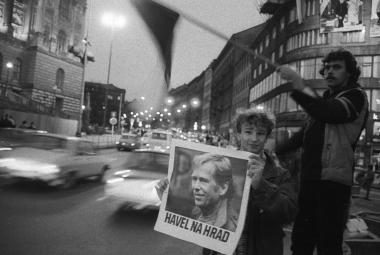 Aby se Havel mohl stát prezidentem, musel přesvědčit Dubčeka a získat si Slovensko. Podařilo se mu to před 30 lety