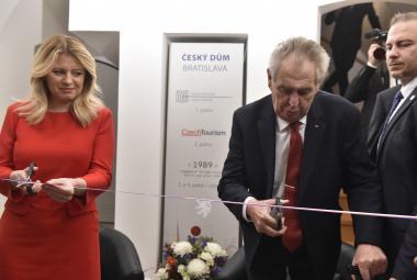 Zeman s Čaputovou otevřeli Český dům v Bratislavě. Prezident to označil za jeden ze svých snů