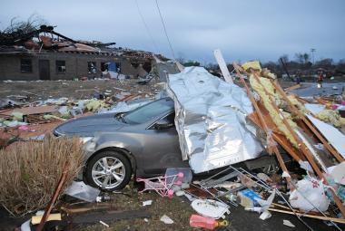 Pětadvacet mrtvých, poničený kostel i letiště. Tornáda v Tennessee rozsévala zkázu