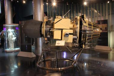 Luna 9 byla prvním strojem, který měkce přistál na Měsíci. Na její úspěch už Sovětský svaz nenavázal