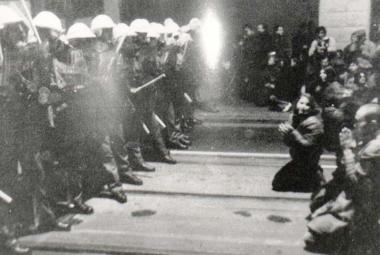 17. 11. 1989: VB jen ověřovala totožnost, psalo Rudé právo