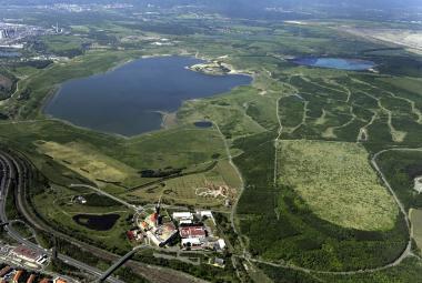Pozemky kolem jezer Most a Milada možná obce získají zčásti bezplatně