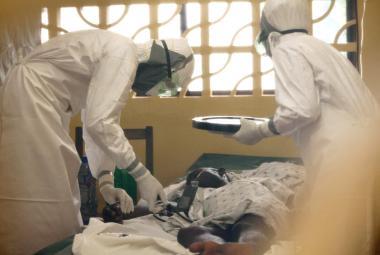 Lék proti ebole byl testován jen na primátech, teď zachraňuje lidi