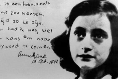 Dům na Prinsengrachtu ukrýval Annu Frankovou, stačil však jeden telefonát…