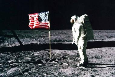 Před 45 lety stanul člověk na Měsíci. Dnes o tom vypráví Twitter