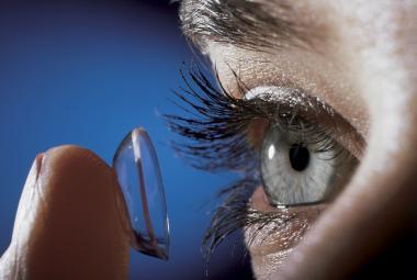 Materiál na kontaktní čočky slaví 61 let