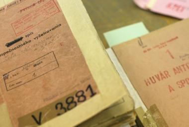 Archivy StB zůstanou badatelům dál přístupné. Ústavní soud odmítl zpřísnění pravidel